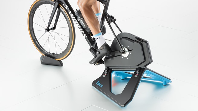 Tacx_T2850_NEO-2-Smart_Gallery_In-use_Back