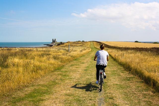 cycling in field (1)