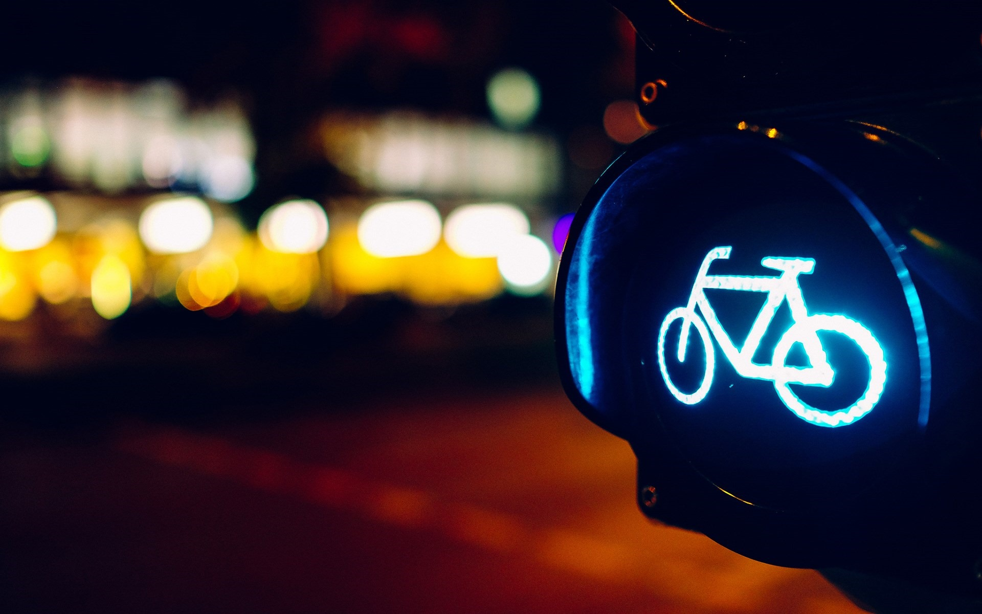 6982264-night-bicycle-lights-city