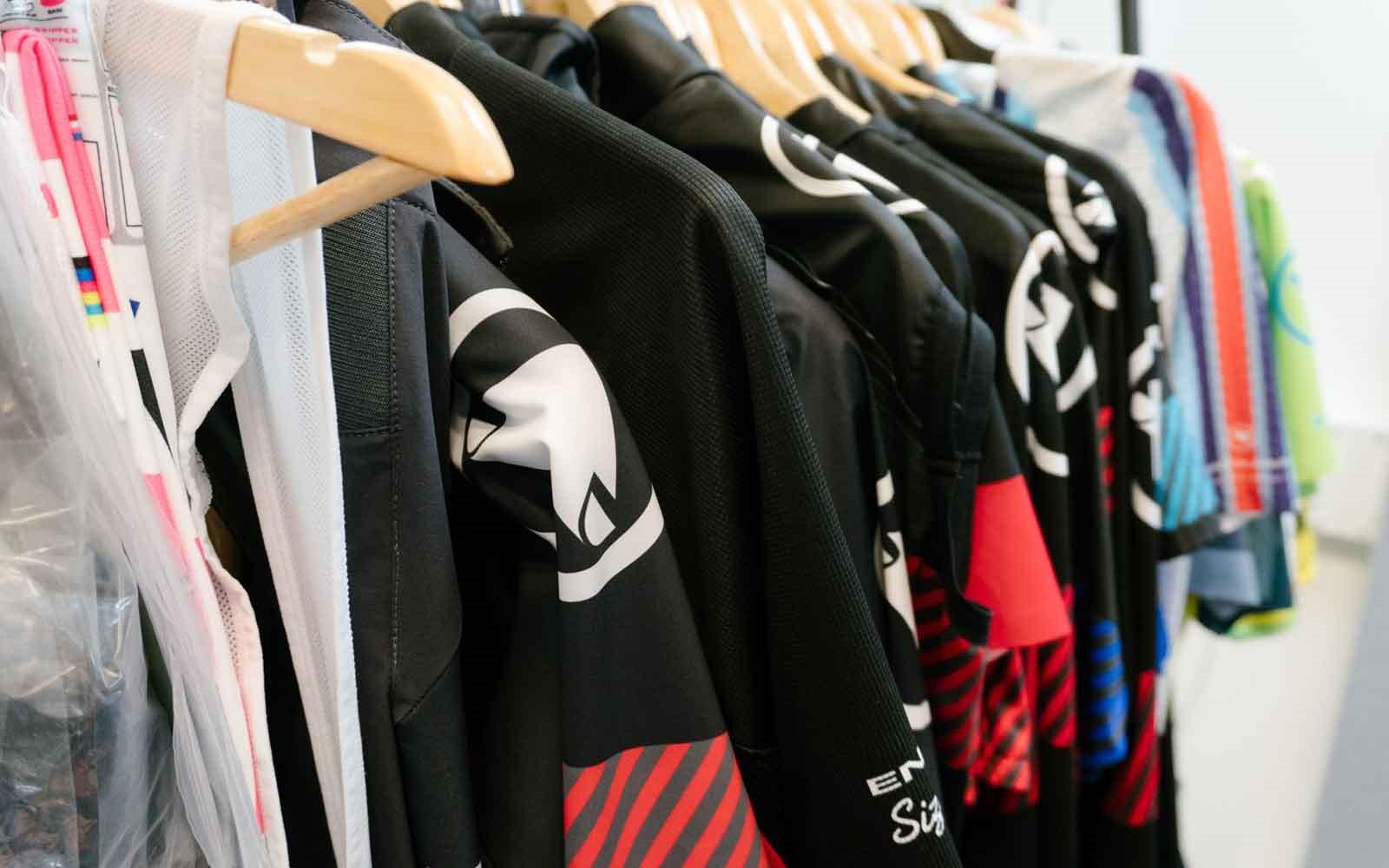 Endura-Clothing-Rack-1