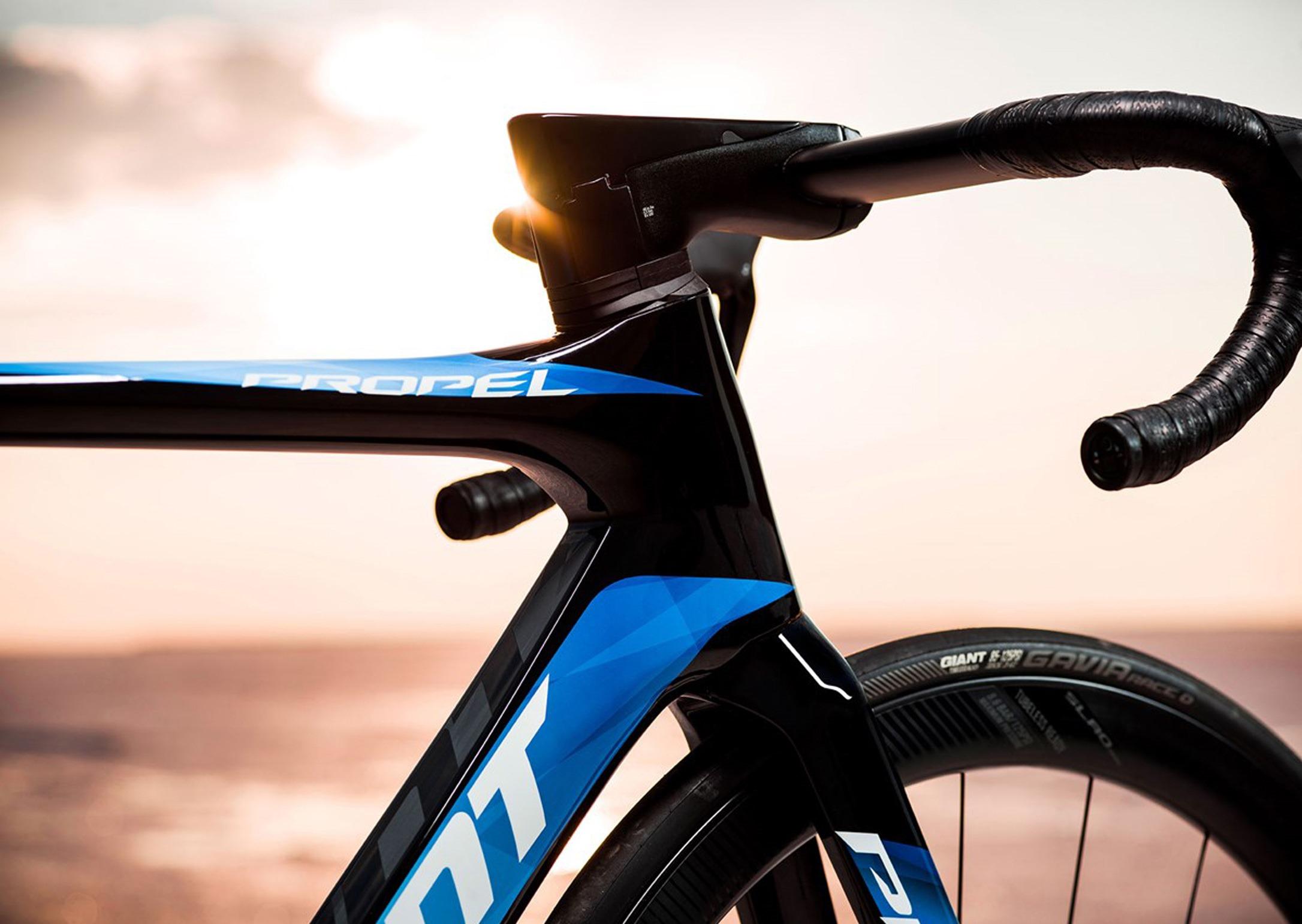 giant-road-bike-aero-road-bike-carbon