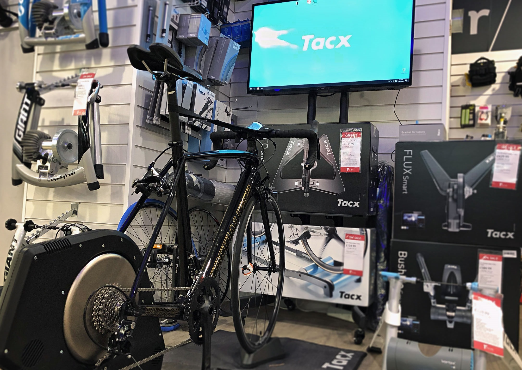 tacx-turbo-trainer-smart-turbo-demo-centre-zwift-1_thumb[2]