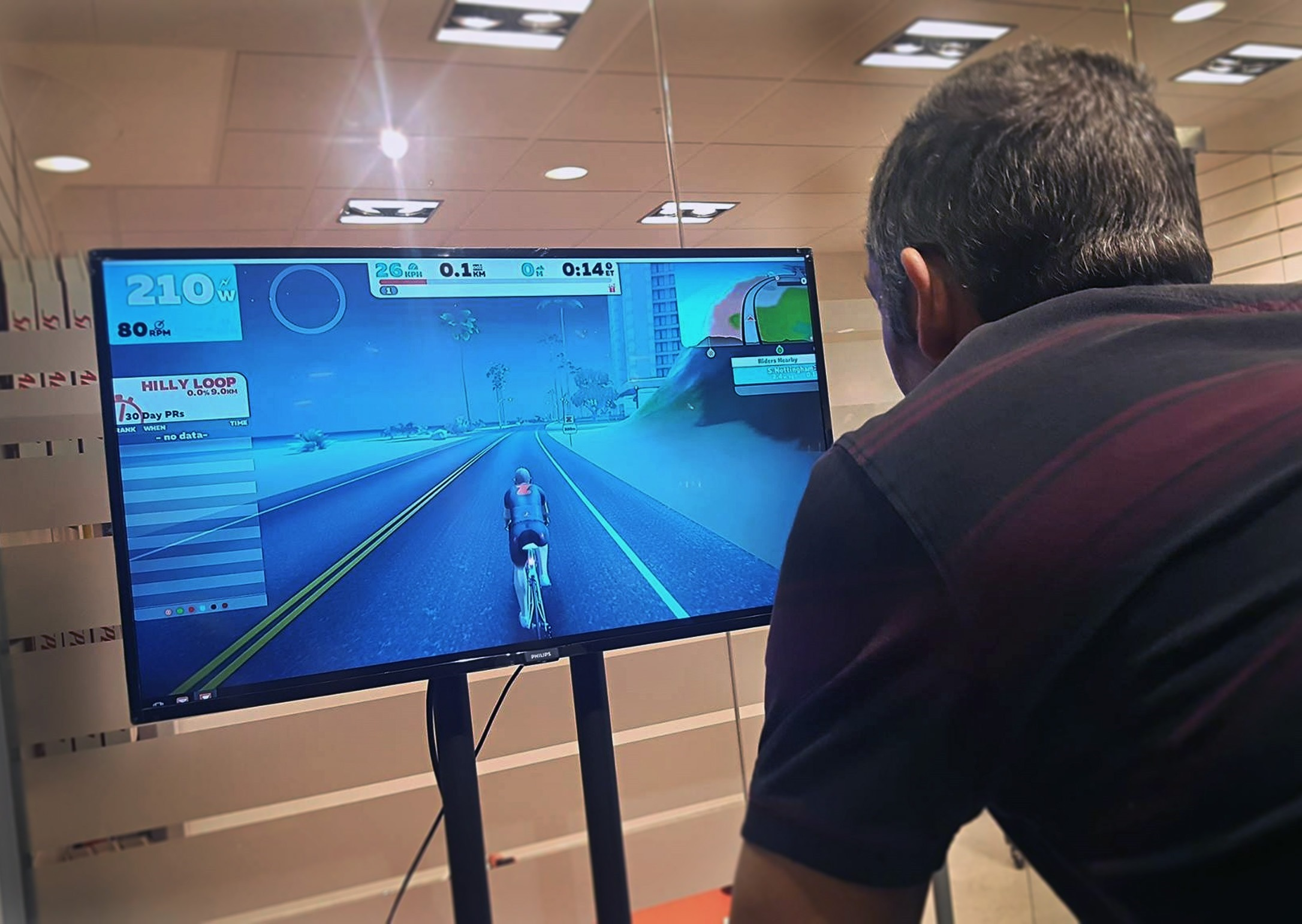 tacx-turbo-trainer-smart-turbo-demo-centre-zwift-2_thumb[2]